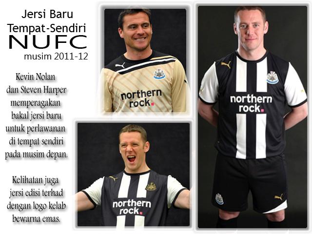 Gambar pemain Newcastle United memperagakan jersi yang bakal digunakan pada musim 2011-2012