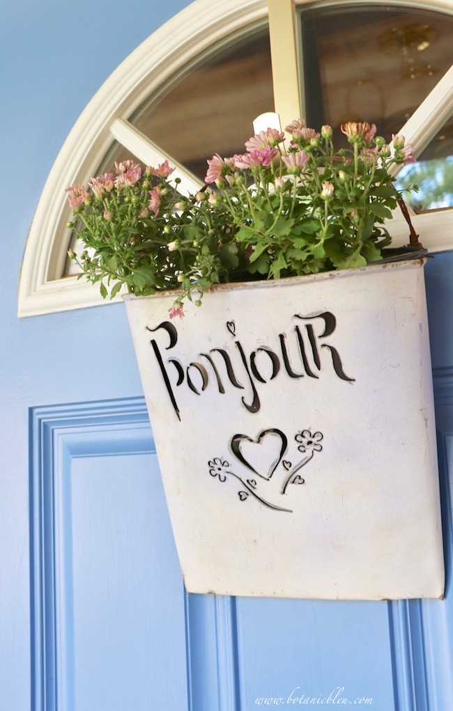 fall front porch decorating ideas with color in bonjour door decor