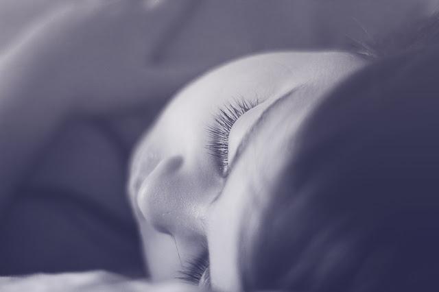 Tak bagus tidur waktu malam dengan lampu terbuka dalam bilik anda, ini sebabnya..