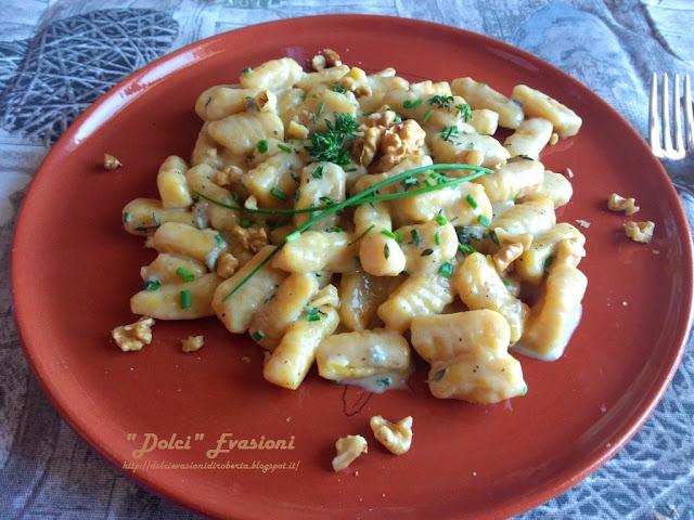 Gnocchi di zucca e patate con fonduta