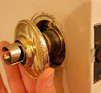 Remove door rosette