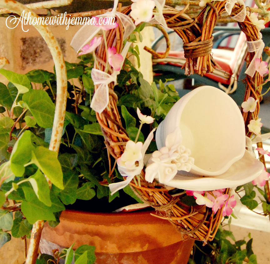 garden-décor-grapevine-wreath-tea-cup