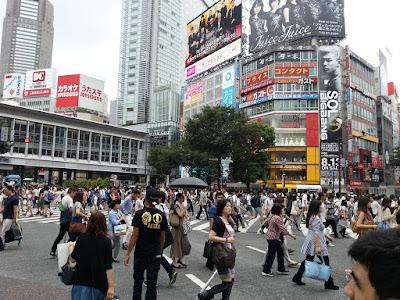 miles de personas pasan este cruce en pocos minutos
