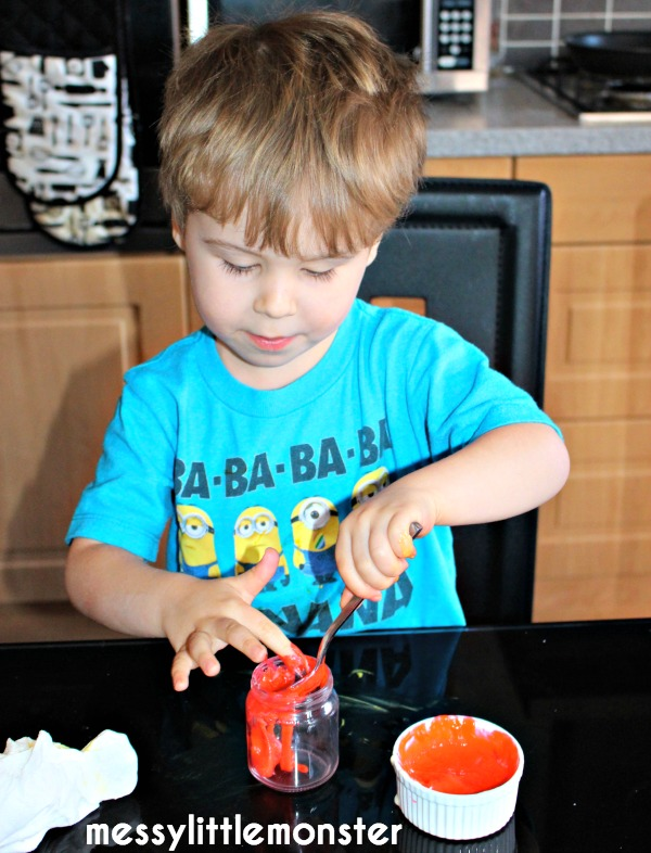 How to make spiderman cakes in jars. Superhero activity and craft ideas for kids.