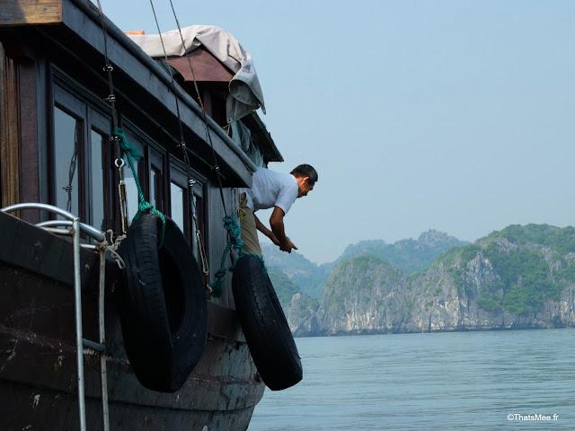 peche au fil baie halong voyage vietnam tour bateau par cat ba, mer montagne paysage vietnam