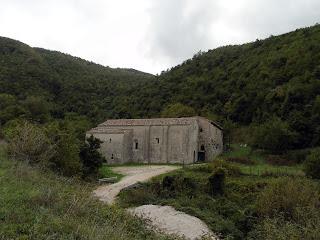 (c) zuzzurellandotramarcheeumbria.blogspot.it: Dall'Abbazia di Sitria ai Prati di Nocria