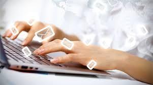 escrevendo e-mails