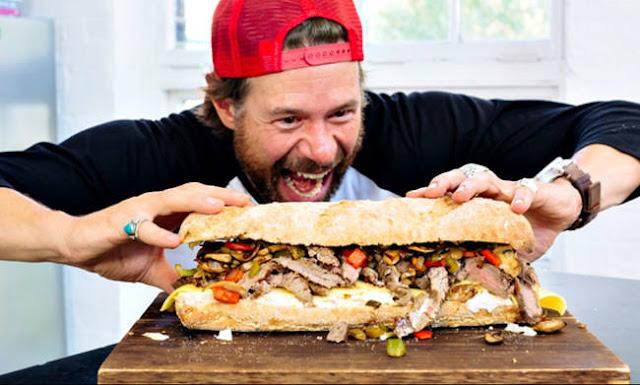 Αυτός ο τύπος φτιάχνει ΓΙΓΑΝΤΙΑΙΑ σάντουιτς στο λεπτό!