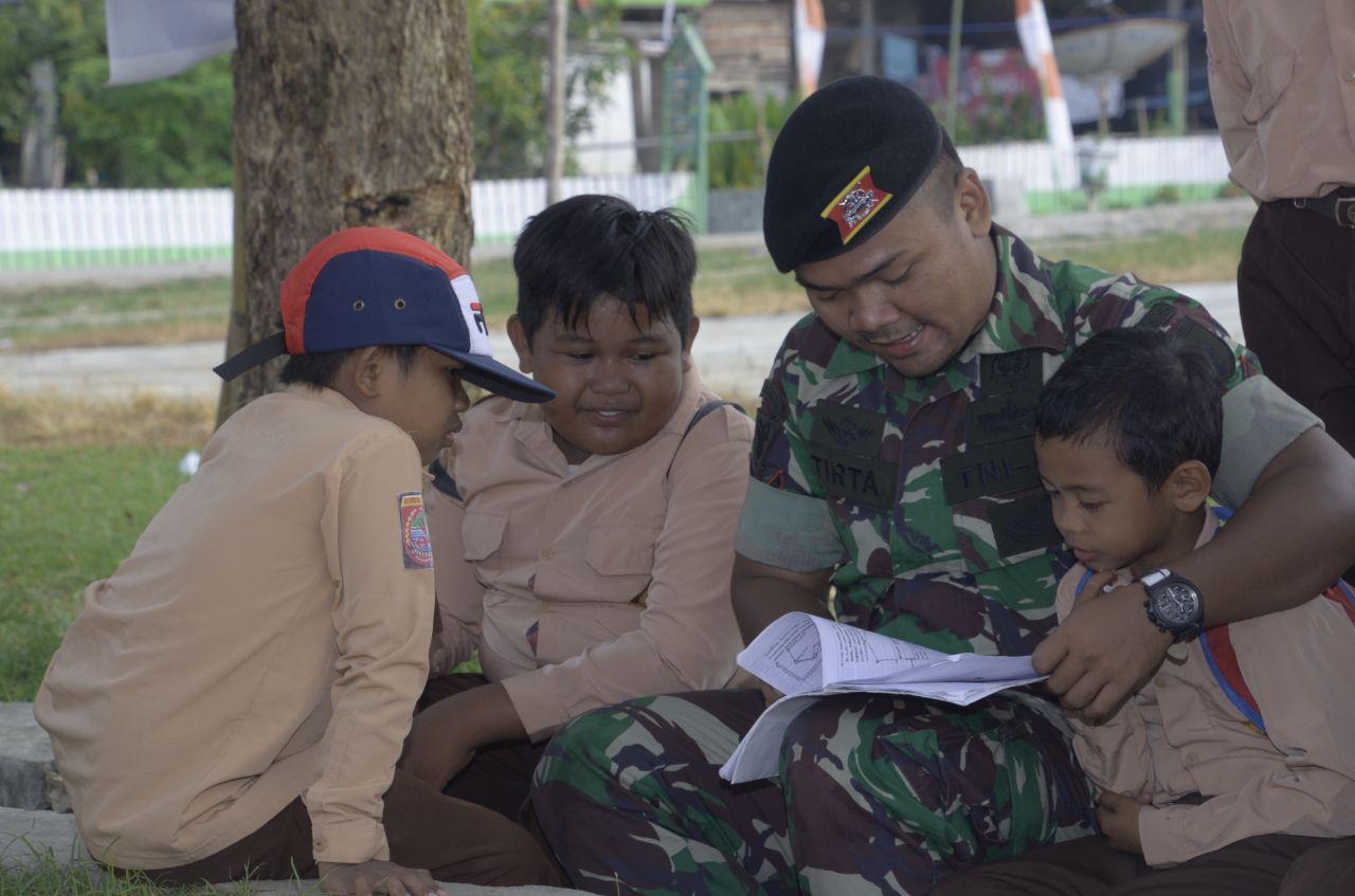 Anak-Anak SD Sudah Terbiasa Dekat Dengan Satgas TMMD