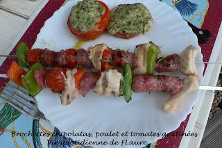 Vie quotidienne de Flaure: Brochettes chipolatas, poulet et tomates gratinées