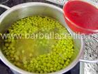 Supa de mazare cu galuste preparare reteta - adaugam bulionul
