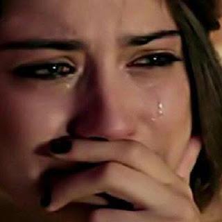 بنات تبكي بمشهد مؤثر.. صور بنات عربيات اجنبيات تبكي من شدة حزن