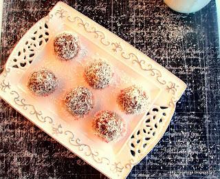 Υπέροχα τρουφάκια καρύδας χωρίς ζάχαρη- Raw sugarless coconut truffles
