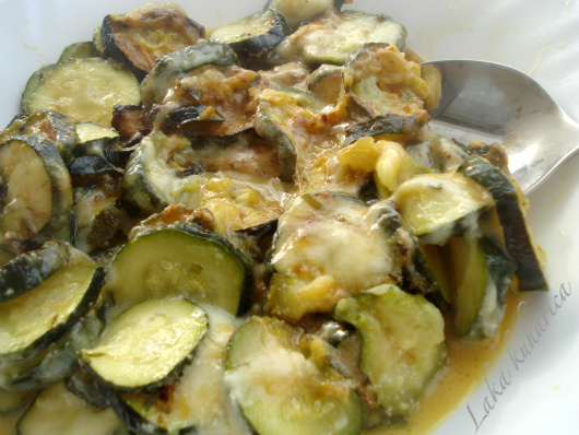 Zucchini with mozzarella and Parmesan topping by Laka kuharica: delicious side-dish or light supper.
