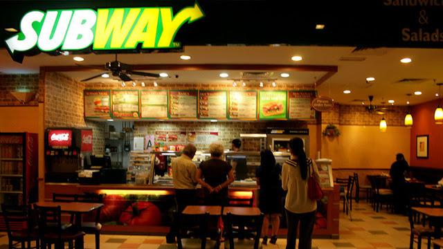 """Por qué no debería pedir pollo en Subway: un empleado revela """"secretitos sucios"""" de la cadena"""