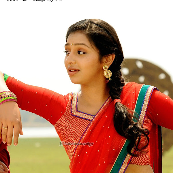 Lakshmi Menon hot navel show in saree from Manjapai movie