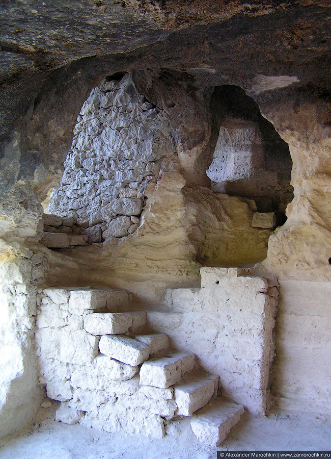 Лестница в склепе монастыря Аладжа, Болгария