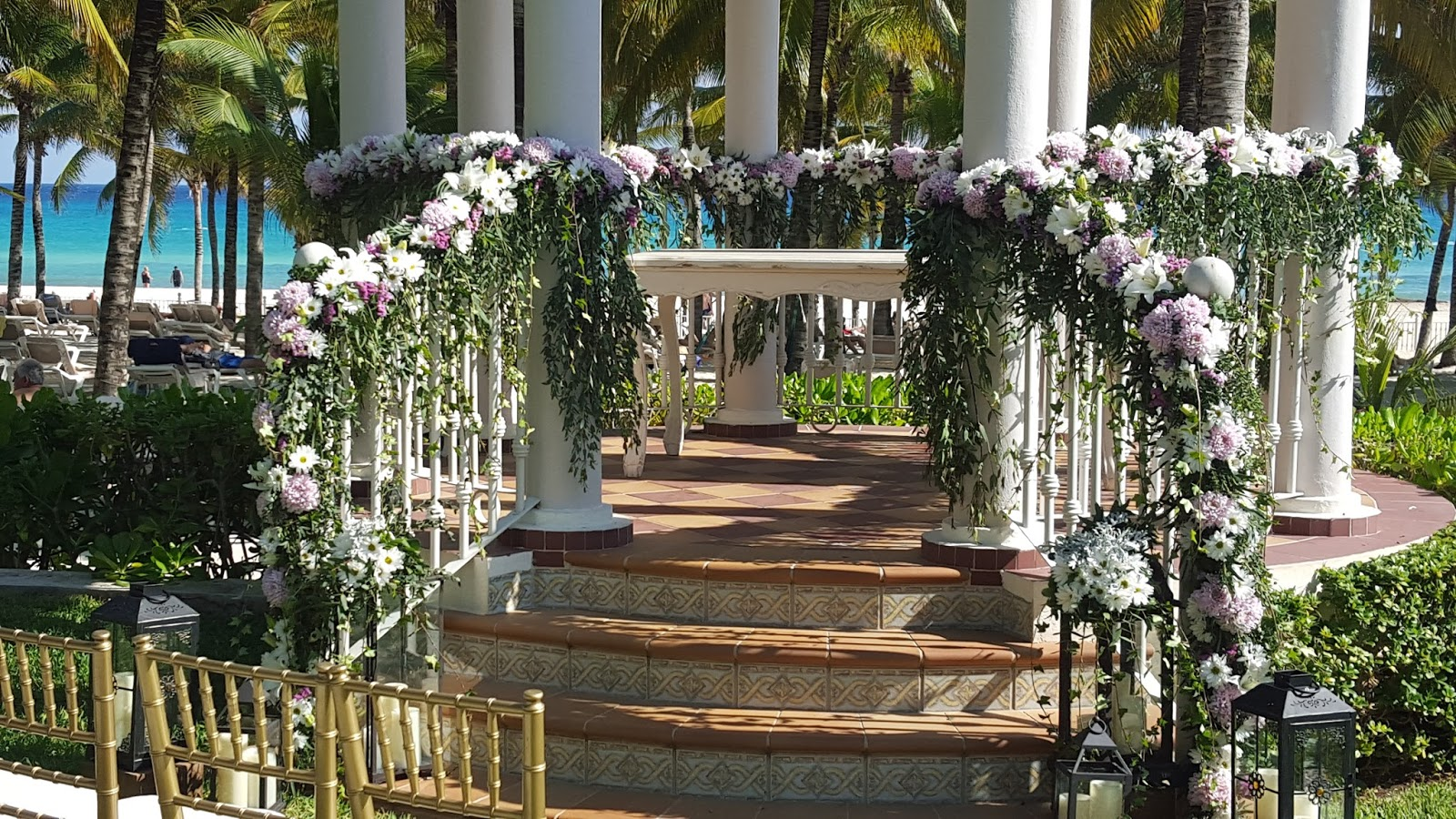 Ideas fant sticas de gazebos para tu boda en la playa for Piani gazebo con camino