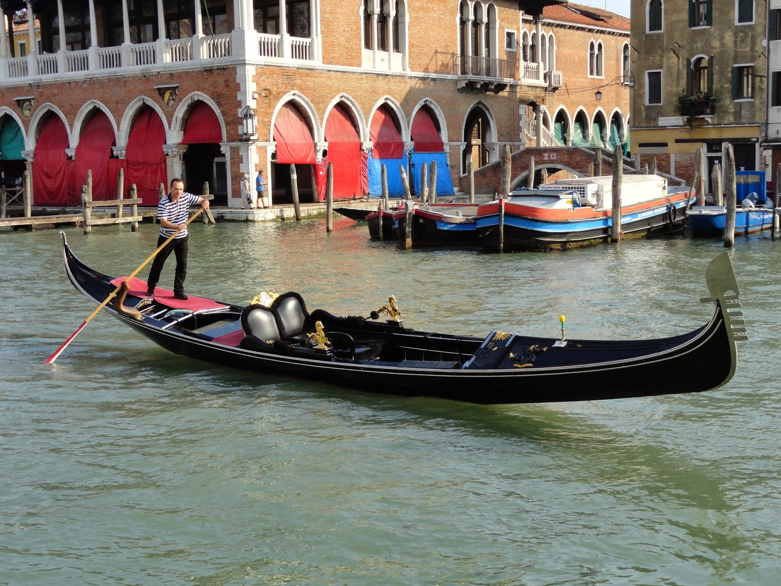 Gondolier-On-The-Grand-Canal-Venice