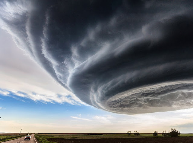supercell storm, spaceship