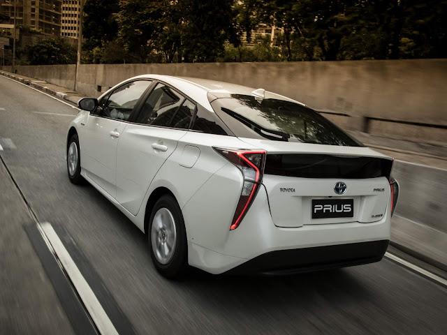 Toyota Prius 2017 - test drive