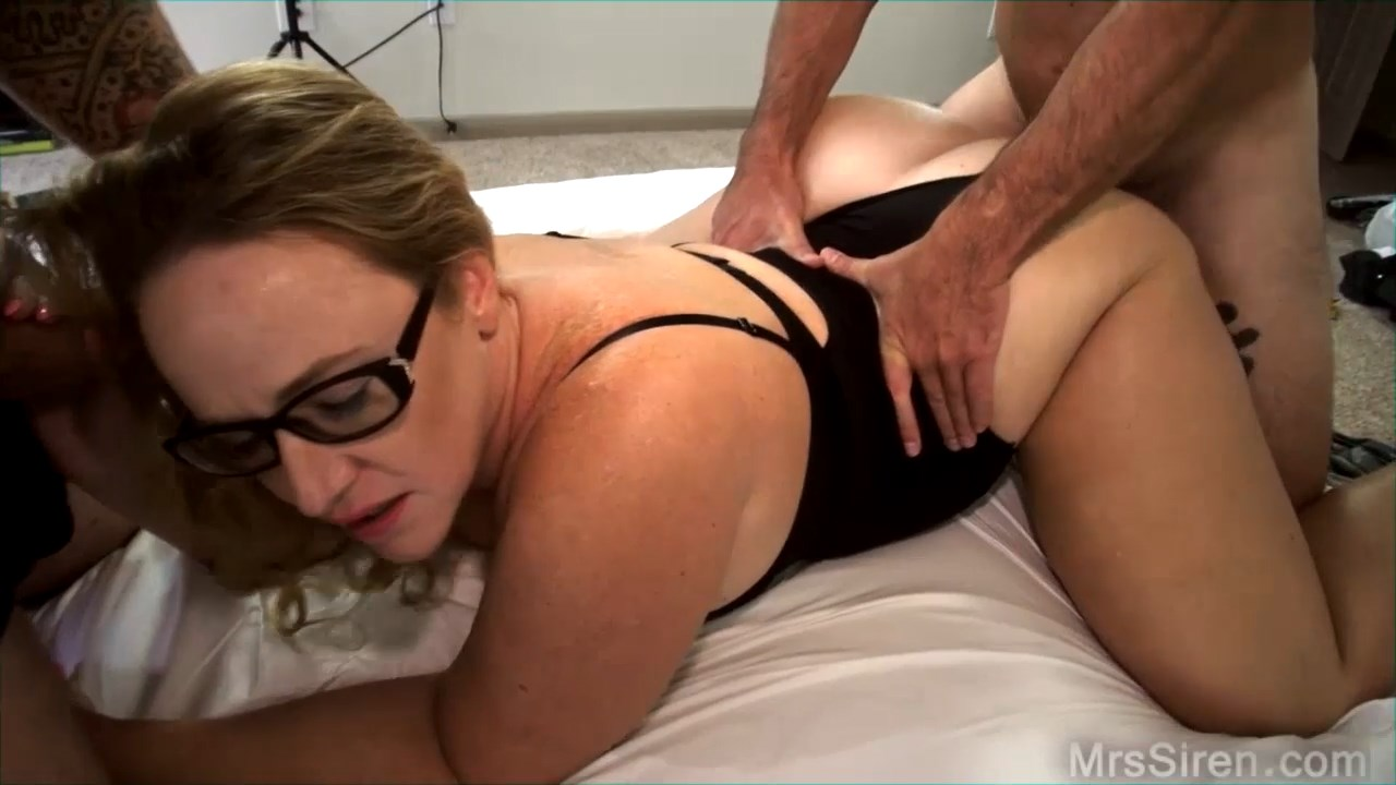 Showing Porn Images For Dee Siren Threesome Porn  Www -9908