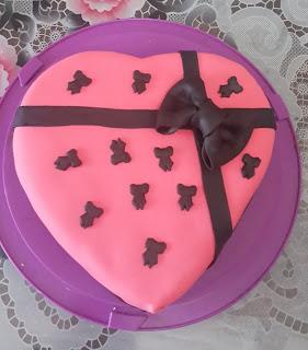 Şeker hamurlu kalpli yaş pasta