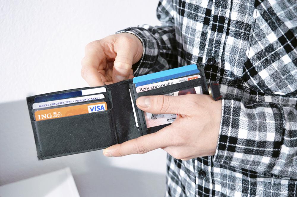 szycie męskiego portfela