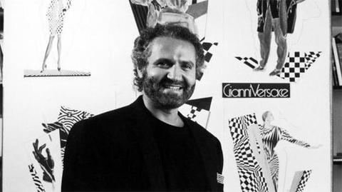 Em julho de 1977, a respeitada revista de moda norte-americana Harper s  Bazaar já previa uma carreira brilhante para o jovem estilista, que na  época ainda ... a85fe53819