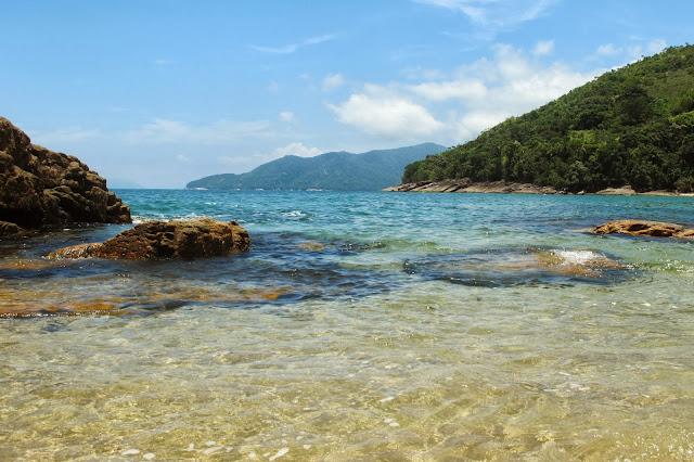 Piscinas naturais na Praia do Cedro, na trilha das 7 praias desertas de Ubatuba