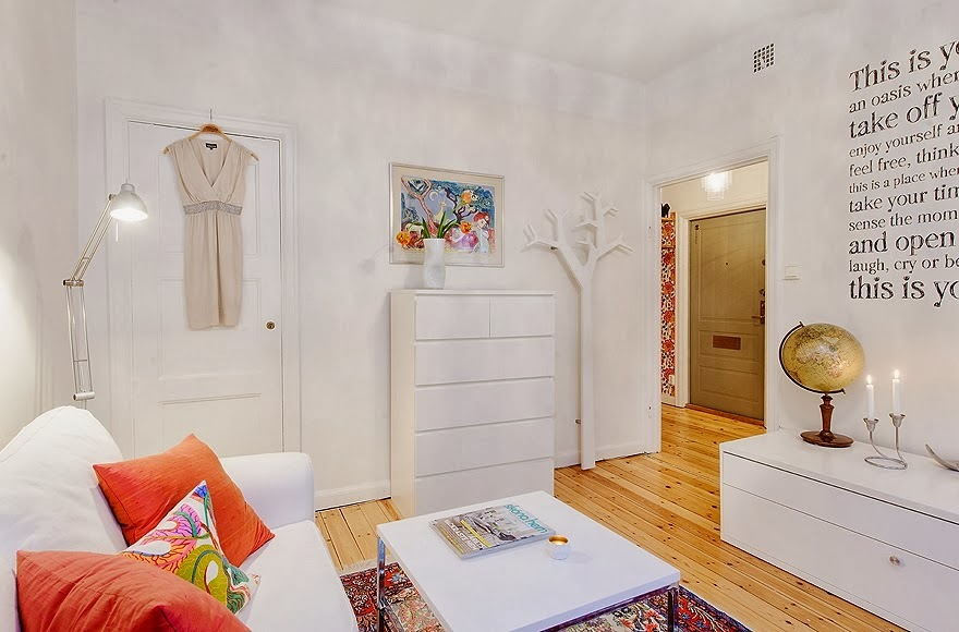 Radosne mieszkanko typu studio, wystrój wnętrz, wnętrza, urządzanie domu, dekoracje wnętrz, aranżacja wnętrz, inspiracje wnętrz,interior design , dom i wnętrze, aranżacja mieszkania, modne wnętrza, małe wnętrza, kawalerka, małemieszkanie, białe wnętrza, styl skandynawski, salon