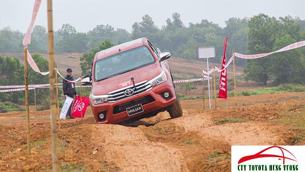 Giá xe, thông số kỹ thuật và đánh giá chi tiết bán tải Toyota Hilux 2018 nhập khẩu - ảnh 42