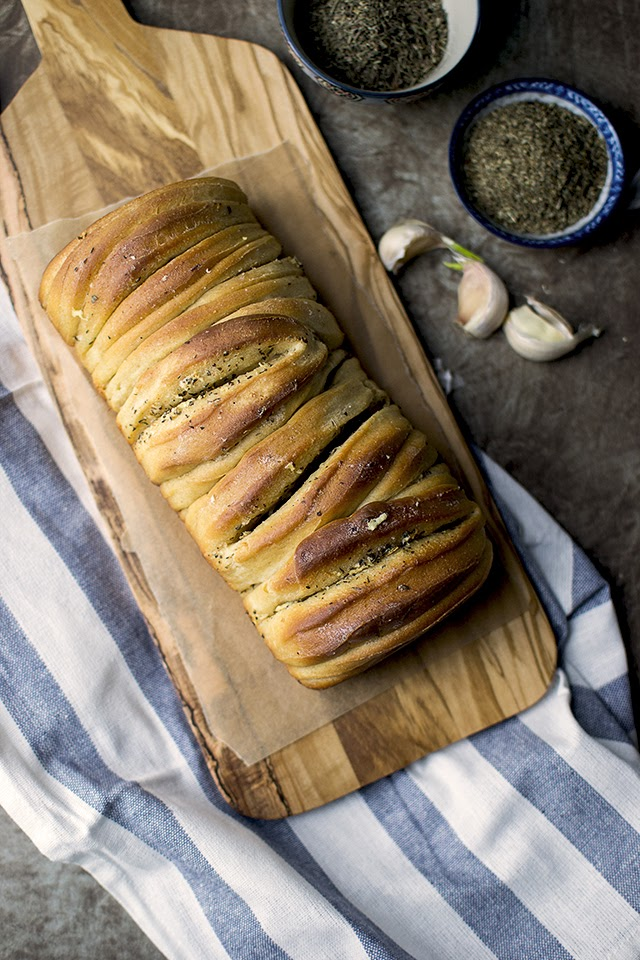 Pull apart Bread with Garlic Butter