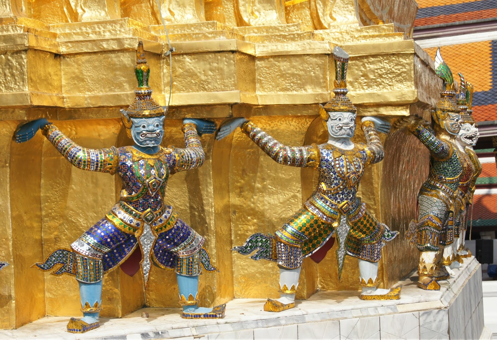 Co zwiedzić w Bangkoku? Na początek Pałac Królewski ze Świątynią Szmaragdowego Buddy