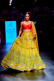 Bollywood Actress Malaika Arora Khan Walks on Ramp at LFW Summer 2017  0008.jpg