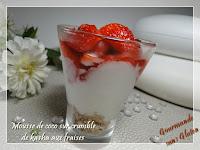 Mousse de coco sur crumble de kasha aux fraises