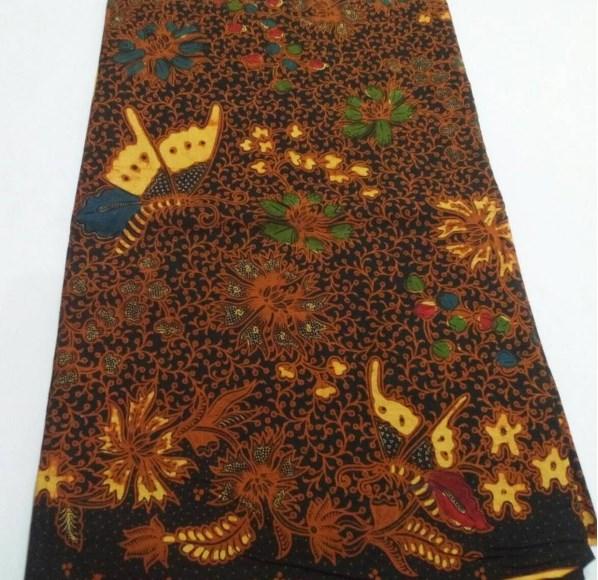 86fd718dc87 Batik Sogan memang jenis batik yang identik dengan daerah keraton Jawa  yaitu Yogyakarta dan Solo, motifnya pun biasanya mengikuti pakem  motif-motif klasik ...