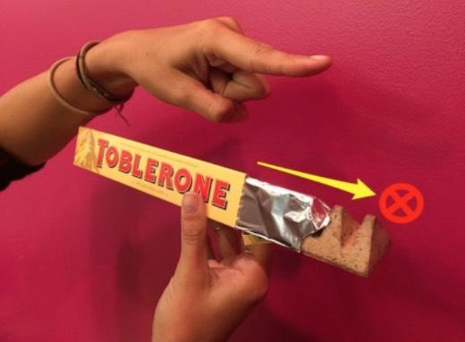 Rupanya Cara Kita Makan Coklat Toblerone Salah Selama Ini!