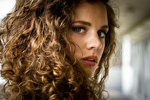 Tips para alaciar el cabello chino