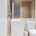 Banheiro com metais dourados e cuba de piso revestido com mármore travertino!