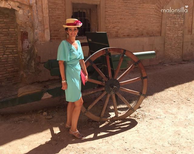 Invitada boda con carro en Belchite
