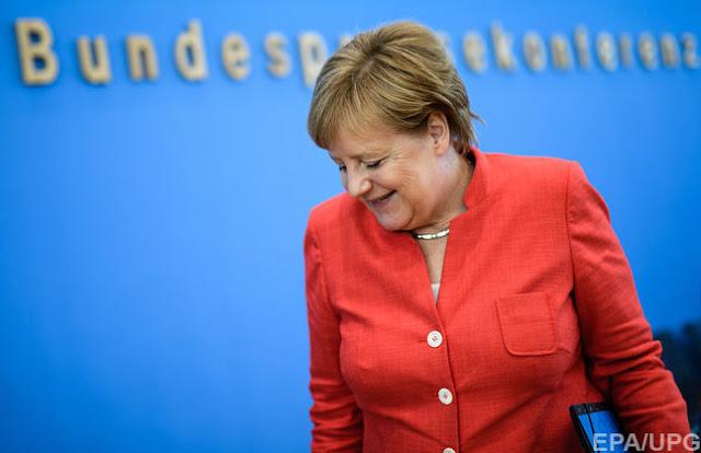 Канцлер Німеччини Меркель зустрілася з головою МЗС РФ Лавровим. Що обговорювали поза кадром