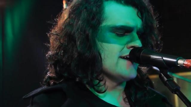 "GLOWING TREE: confira novo vídeo ""Animals"" da série Live in Studio"