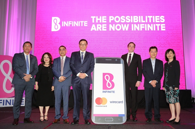 From L-R: Mr. Perry Ong, Country Manager, Malaysia & Brunei, Mastercard AsiaPac Pte. Ltd; ms. Yau Su Peng, Director, Retail Innovation, Berjaya Corporation Berhad; Mr. Safdar Khan, Division President for Indonesia, Malaysia and Brunei, Mastercard Asia Pacific; Dato' Sri Robin Tan, Chairman & Chief Executive Officer, Berjaya Corporation Berhad; Markus Eichinger, Vice President, Value Added Services, Wirecard; Mr. Chan Chun Fee, General Manager, Wirecard Malaysia; and Ms. Ooi Hooi Cheng, General Manager, B Loyalty Sdn Bhd.