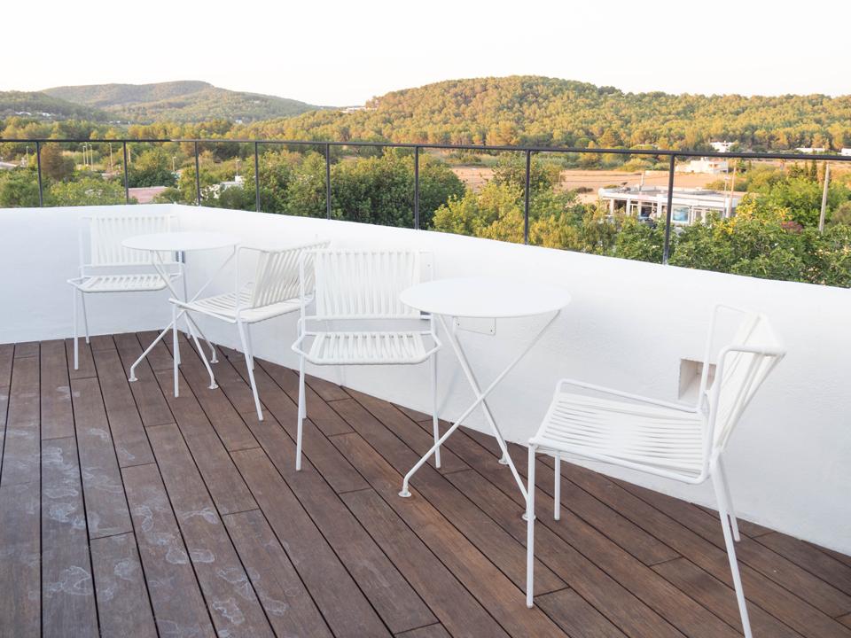 Deco: Rooftop Gatzara suits