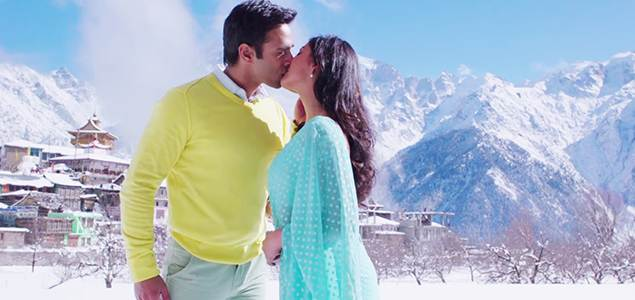 Sanam Re pulkit samrat and yami gautam kissing