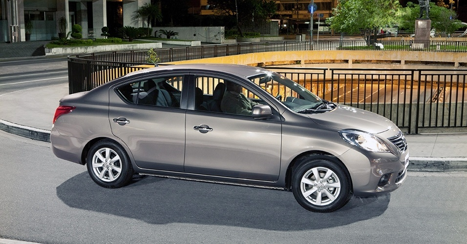 carro on Nissan Versa 2014