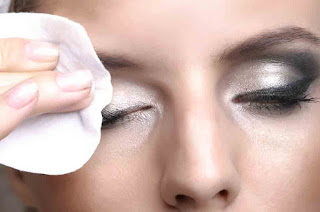 Benefits of Baby Oil to Clean your Make Up