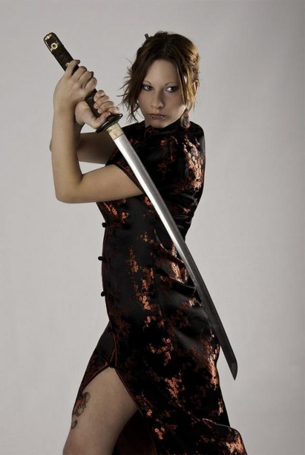 фотосессии девушек с холодным оружием которой