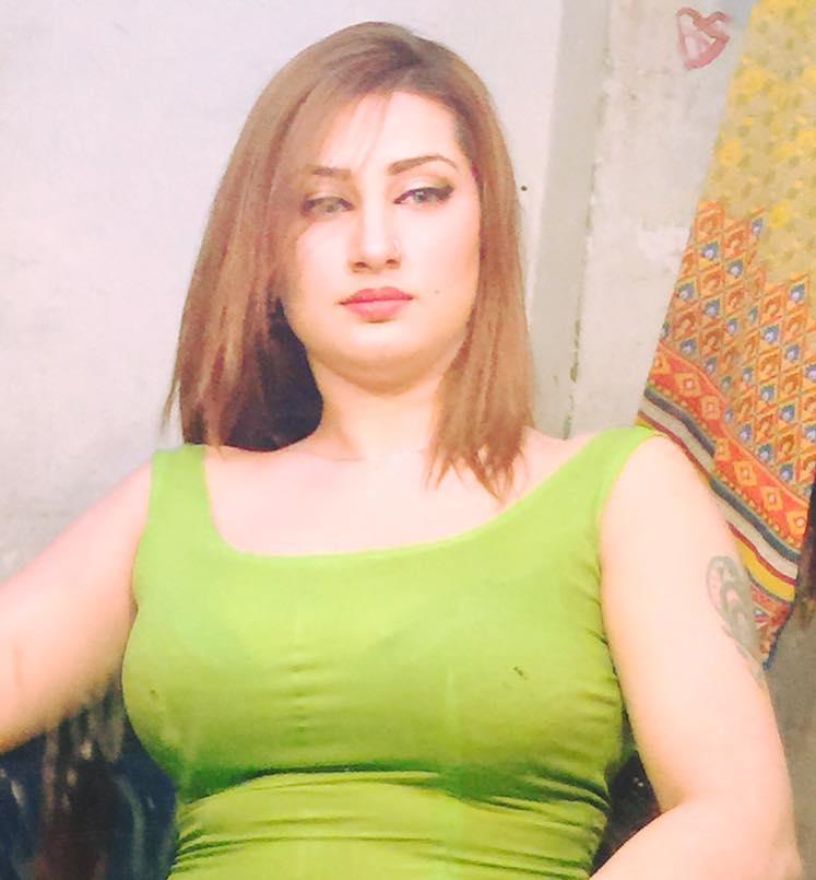 Pashto Hot Mujra: Kismat Baig Rainy Nanga Mujra At Home